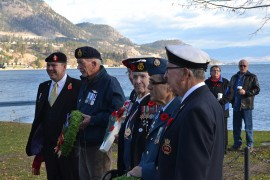 Peachland vets hold outdoor ceremony at cenotaph