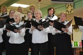 Peachland Variety Singers bring happiness to Christmas
